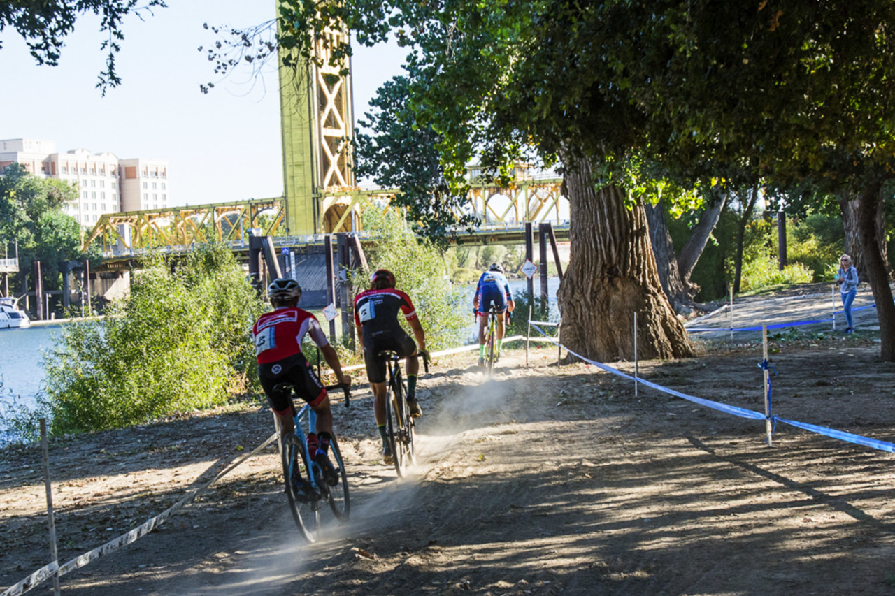 Troy Wells puts in a dig. 2018 West Sacramento Cyclocross Grand Prix Day 2. © L. Lamoureux