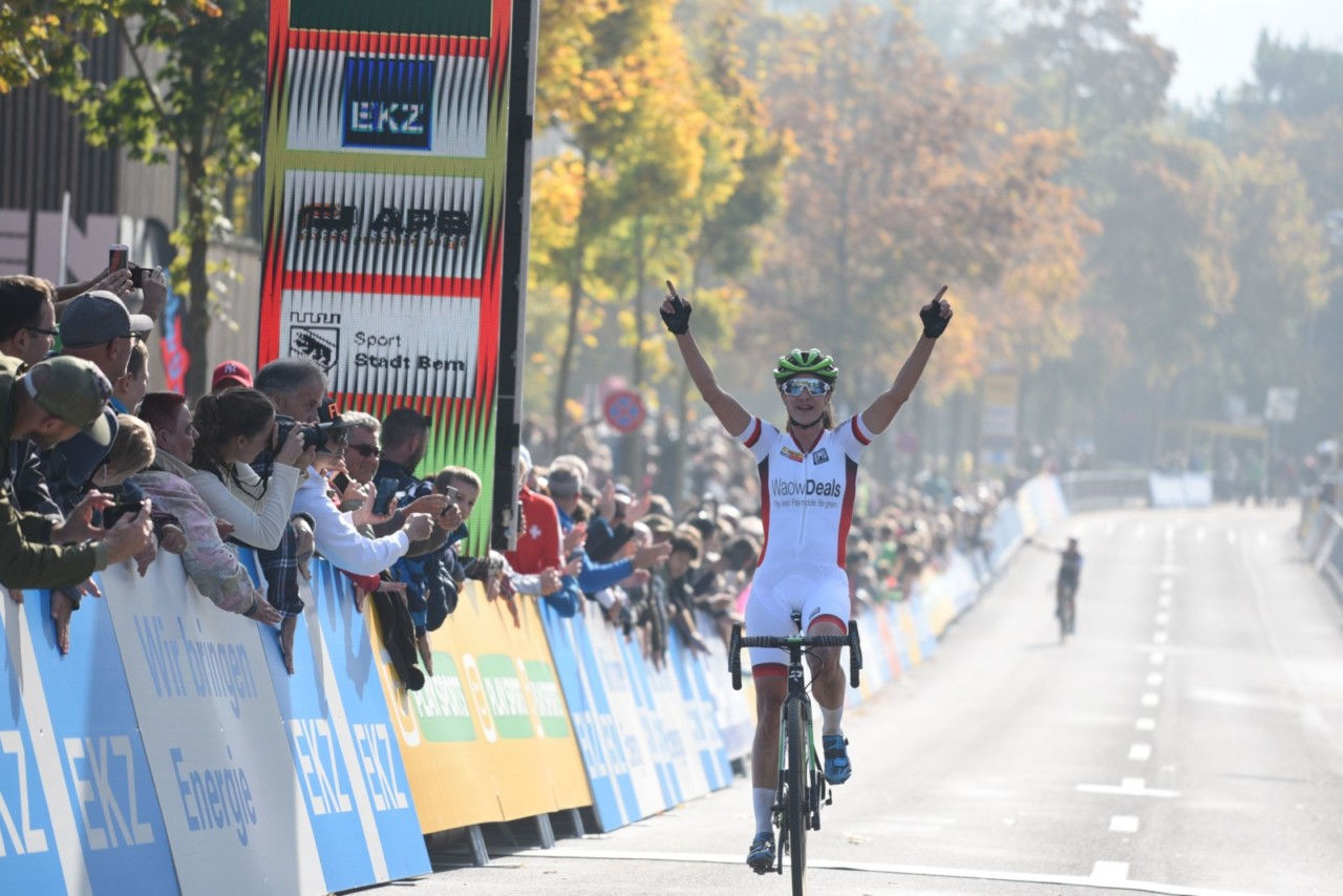 Marianne Vos won her second World Cup of 2018/19 in Bern. 2018 World Cup Bern. © E. Hausmesser / Cyclocross Magazine