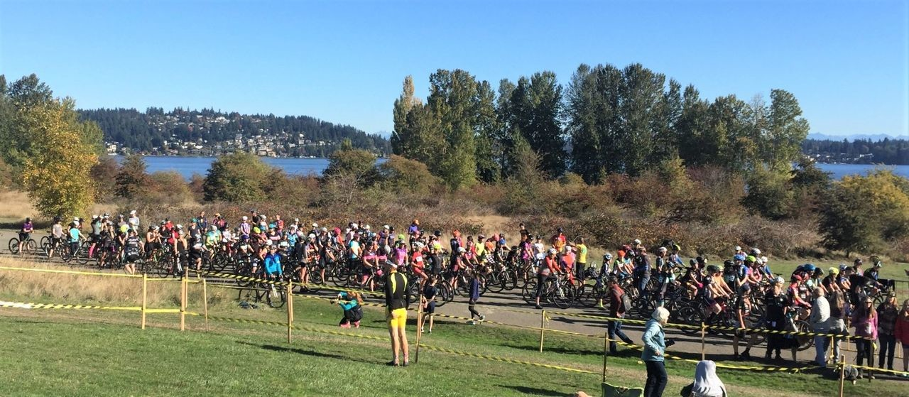 A huge field of women showed up to race over the weekend. 2018 MFG Cyclocross #4, Magnuson Park. © Robert Milligan