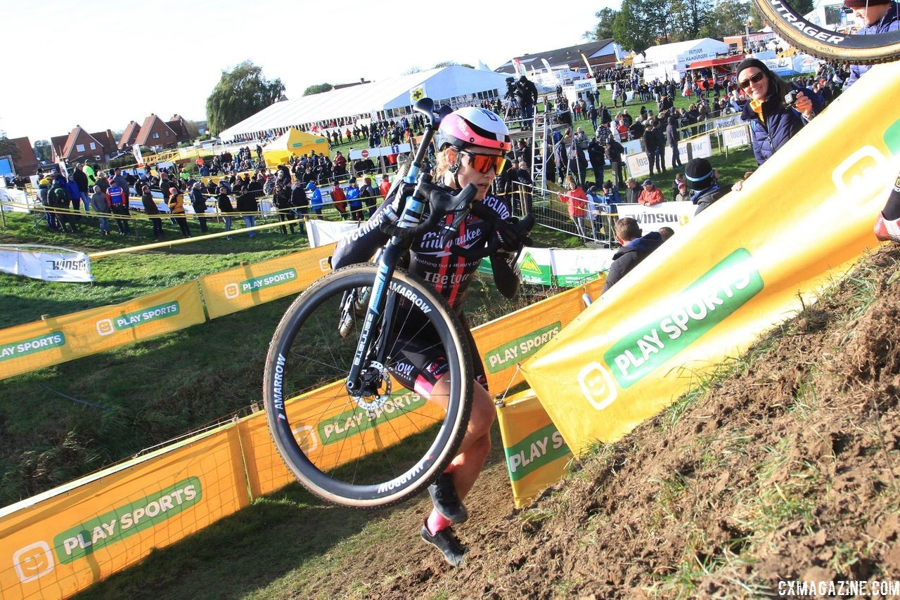 Elle Anderson summits the run-up. 2018 Superprestige Ruddervoorde. © B. Hazen / Cyclocross Magazine