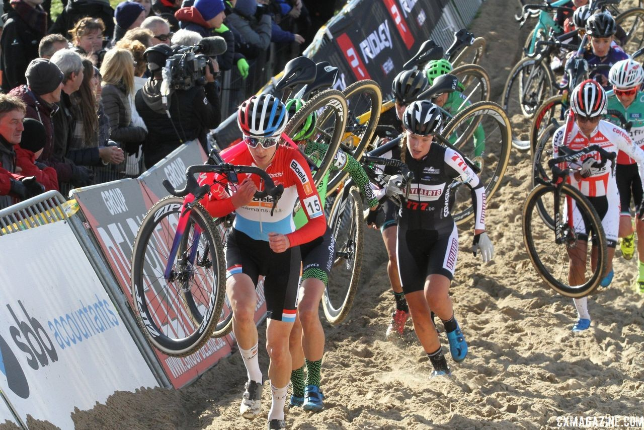 Majerus leads a big group through the sand in the first lap. 2018 Superprestige Ruddervoorde. © B. Hazen / Cyclocross Magazine