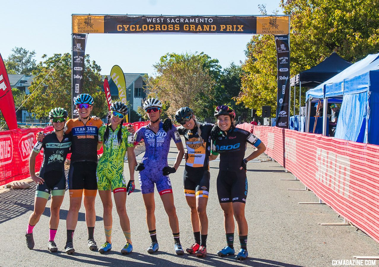 2018 WSCXGP Day 1 Elite Women gather for a Kodak moment. © L. Lamoureux