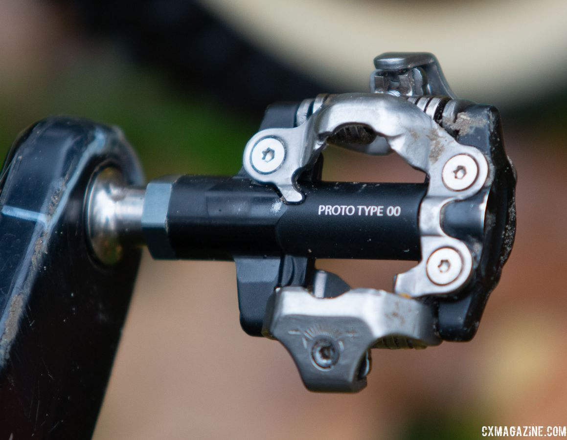 Available only to some sponsored riders, these prototype pedals appear more similar to XTR than XT pedals. Mathieu van der Poel's Canyon Inflite CF SLX. © A. Yee / Cyclocross Magazine