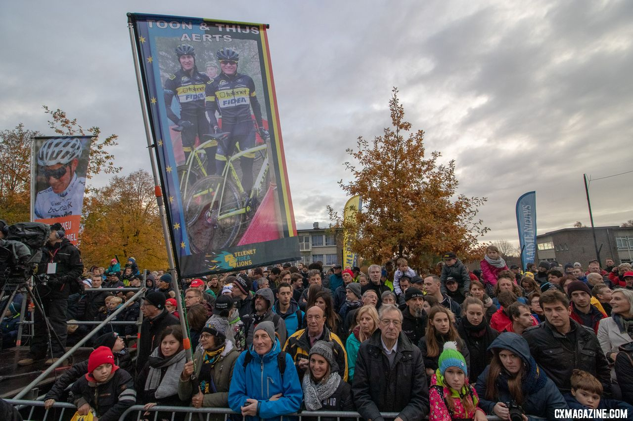 Fans eagerly await the men's podium. 2018 Superprestige Gavere Men. © A. Yee / Cyclocross Magazine