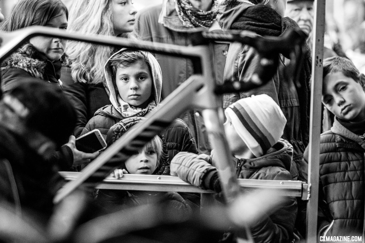 Fans of all ages wait for a Mathieu van der Poel appearance, while his mechanic cleans up from the day's effort. 2018 Superprestige Gavere. © A. Yee / Cyclocross Magazine