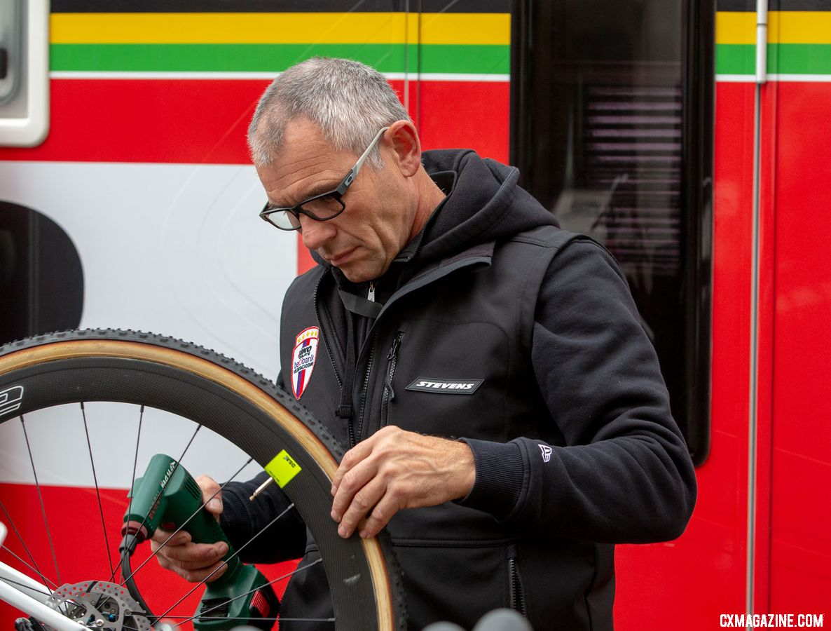 European cyclocross is a family affair. Sanne Cant's dad prepares the race bikes, and guards her secret chainring combination. 2018 Superprestige Gavere. © A. Yee / Cyclocross Magazine