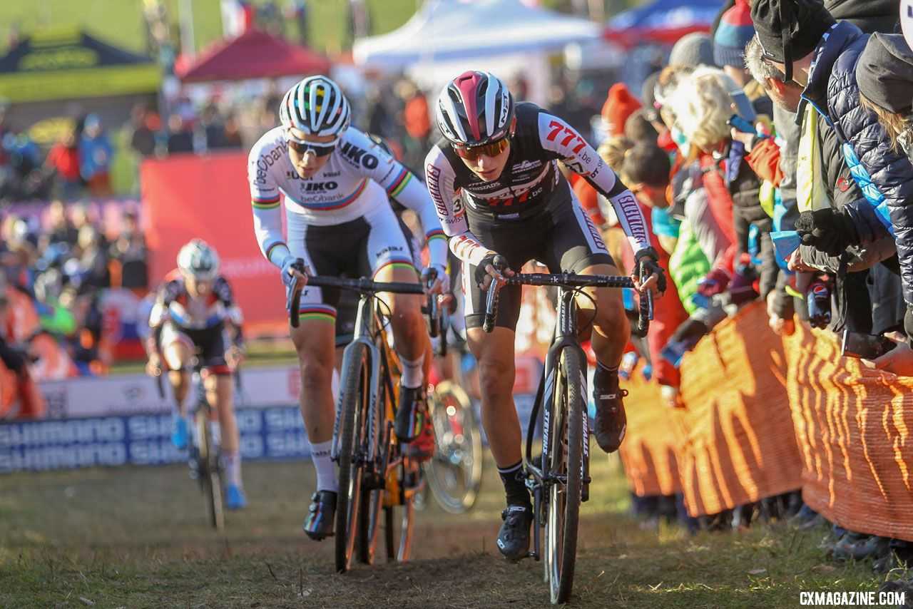 Arzuffi was aggressive early. 2018 Tabor UCI Cyclocross World Cup, Elite Women. © Bart Hazen / Cyclocross Magazine