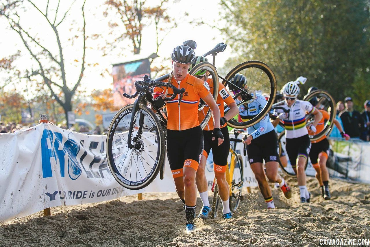 Annemarie Worst leads a train of riders through the sand. 2018 European Cyclocross Championships, Rosmalen, Netherlands. © B. Hazen / Cyclocross Magazine