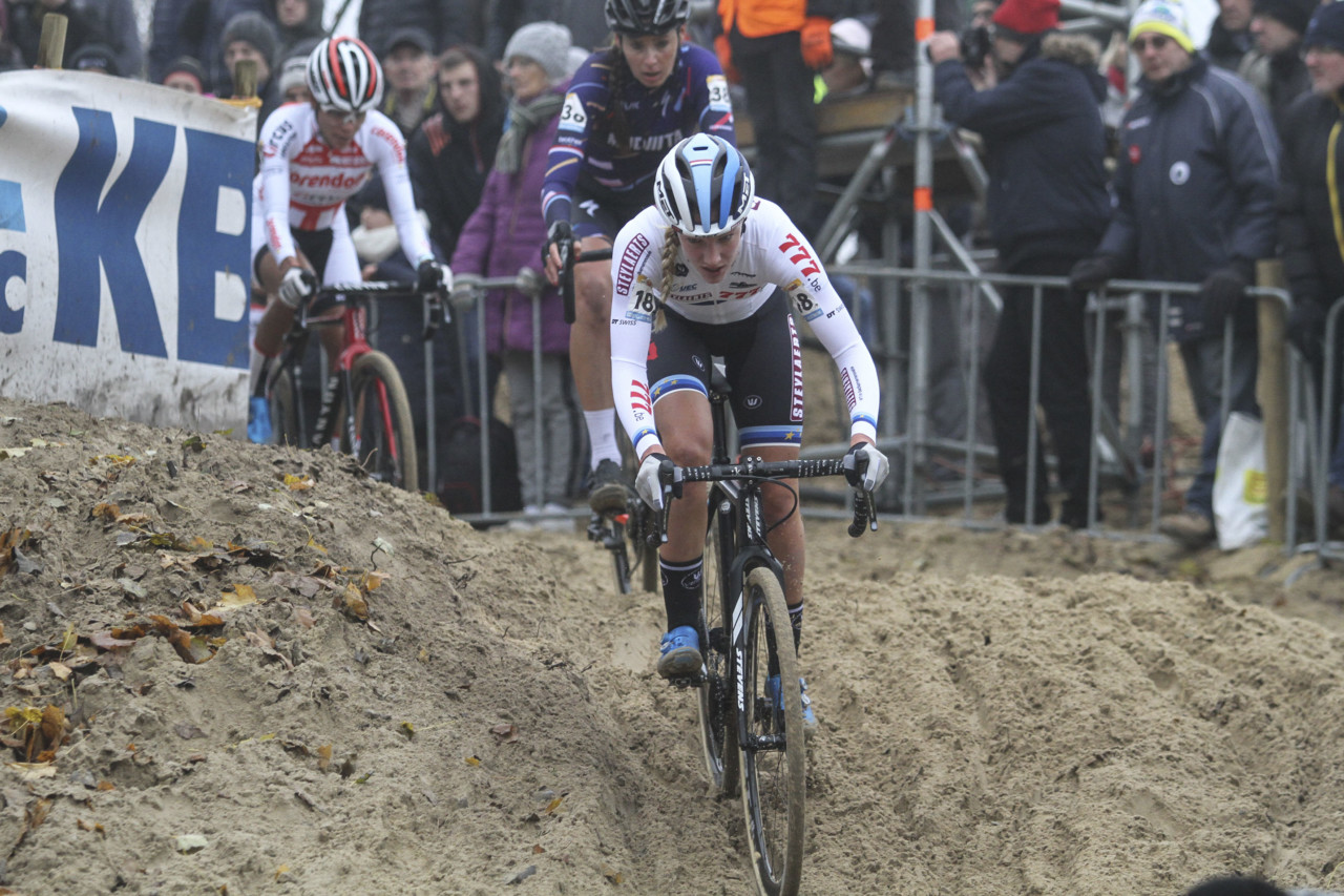 Annemarie Worst leads after one of several lead changes. 2018 World Cup Koksijde. © B. Hazen / Cyclocross Magazine