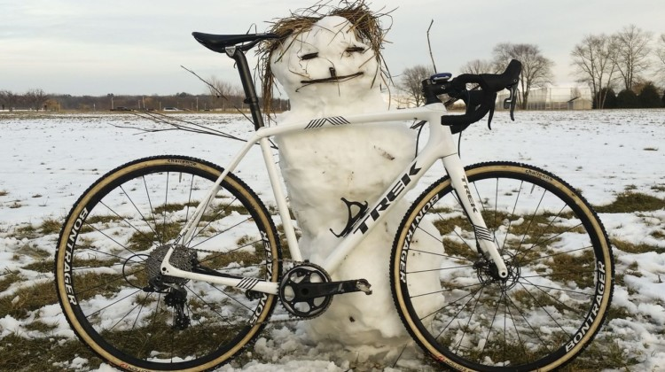 A little snowy cyclocross can help beat the winter blues. © Z. Schuster / Cyclocross Magazine