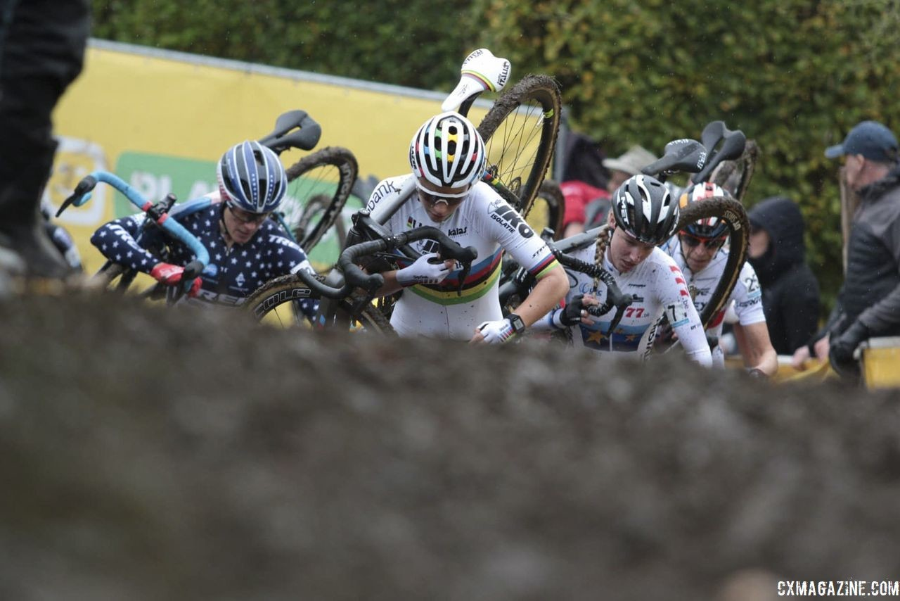 Sanne Cant led the way early on. 2018 Superprestige Gavere. © A. Yee / Cyclocross Magazine