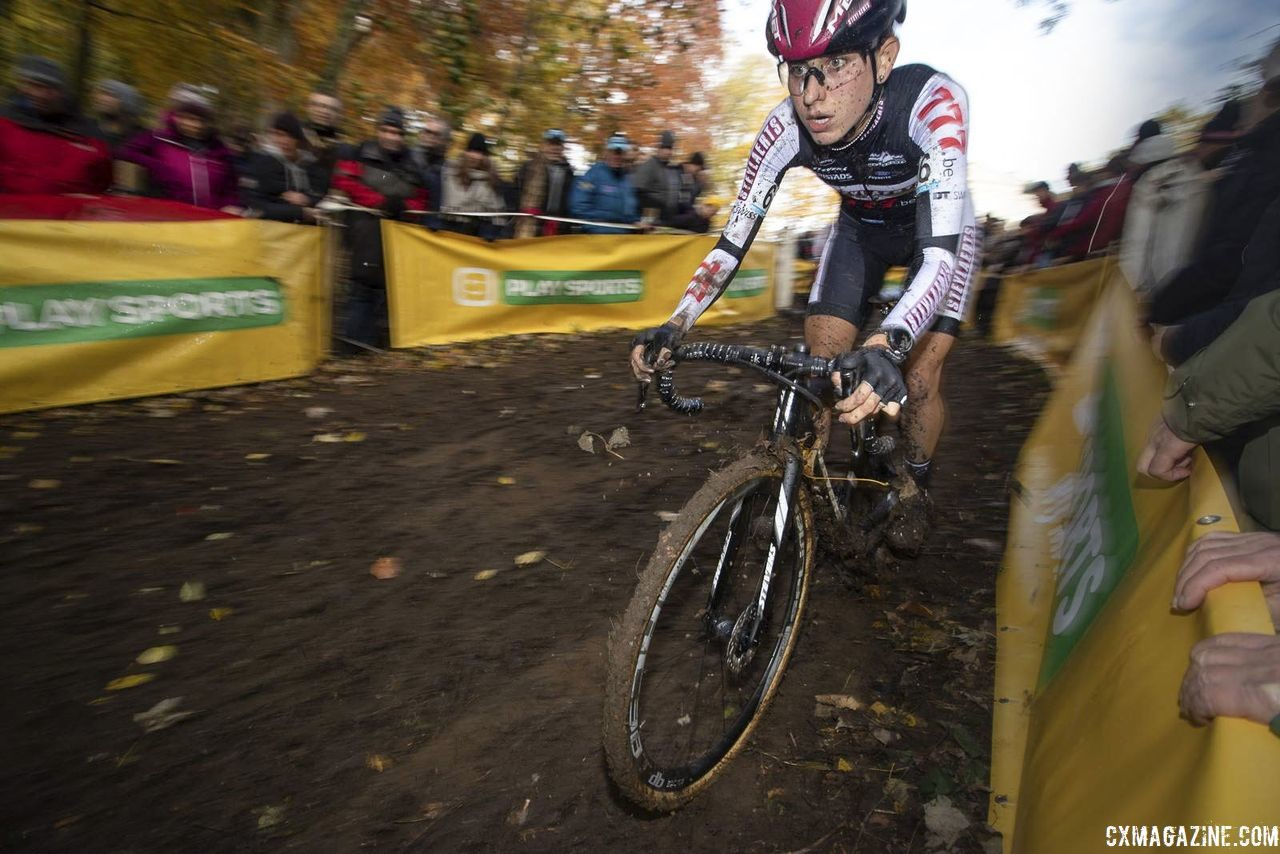 Alice Maria Arzuffi moved up to join the leaders in Lap 2. 2018 Superprestige Gavere. © A. Yee / Cyclocross Magazine