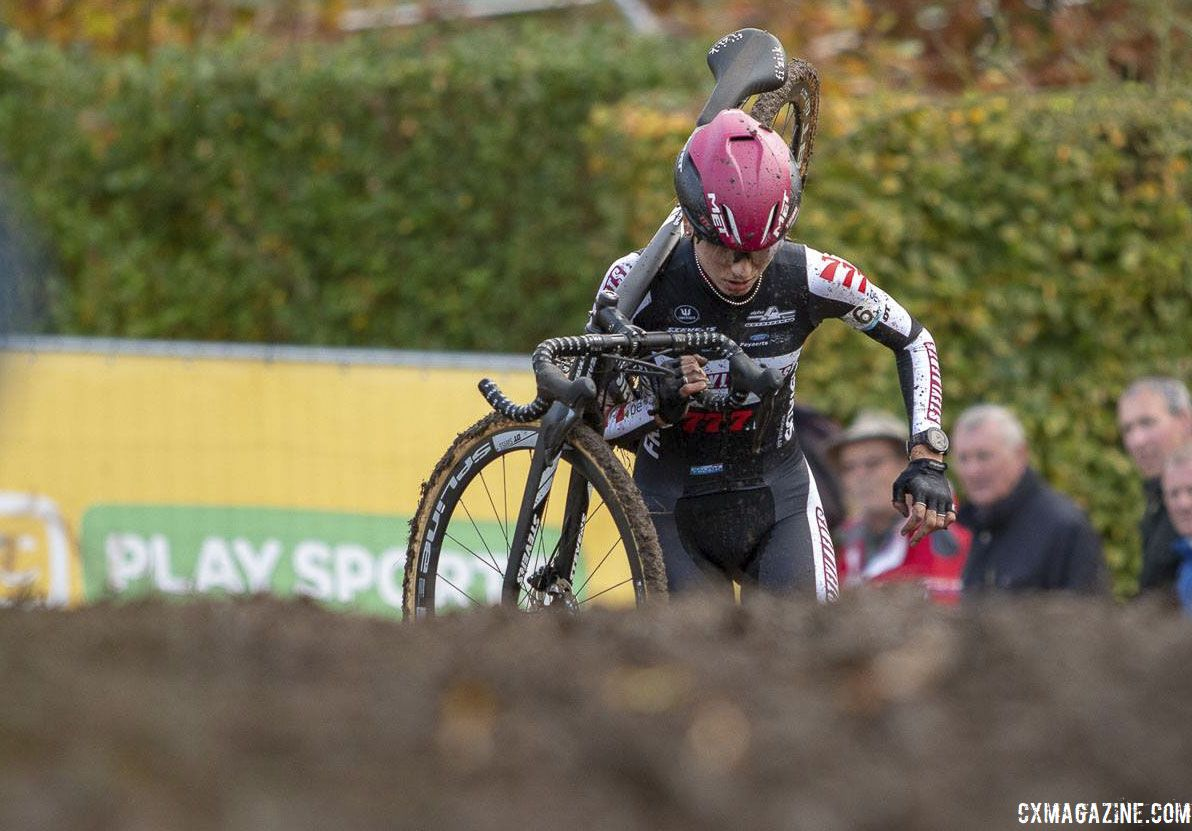 Arzuffi quickly got a big gap on Cant.  2018 Superprestige Gavere. © A. Yee / Cyclocross Magazine