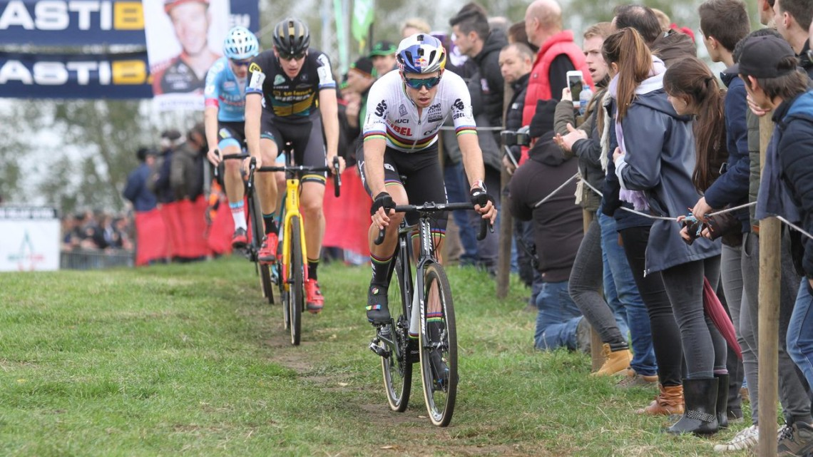 Wout van Aert hit the gas once Van der Poel bobbled. 2018 Koppebergcross men's race. © Bart Hazen / Cyclocross Magazine