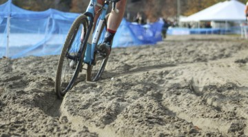 Hitting rut was important for making it through the sand. 2018 Pan-American Cyclocross Championships, Midland, Ontario. © Z. Schuster / Cyclocross Magazine