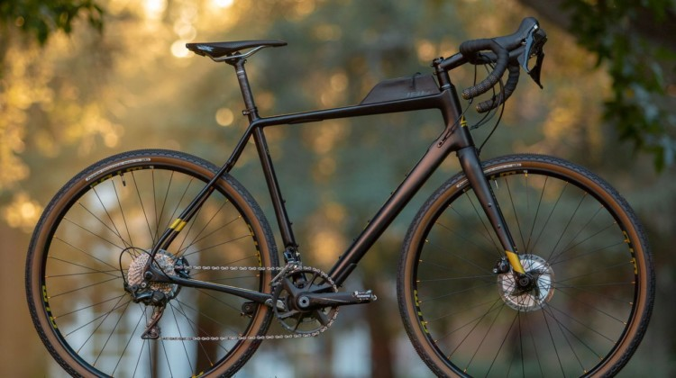 2019 Fuji Jari Carbon 1.1 Gravel bike. © Cyclocross Magazine