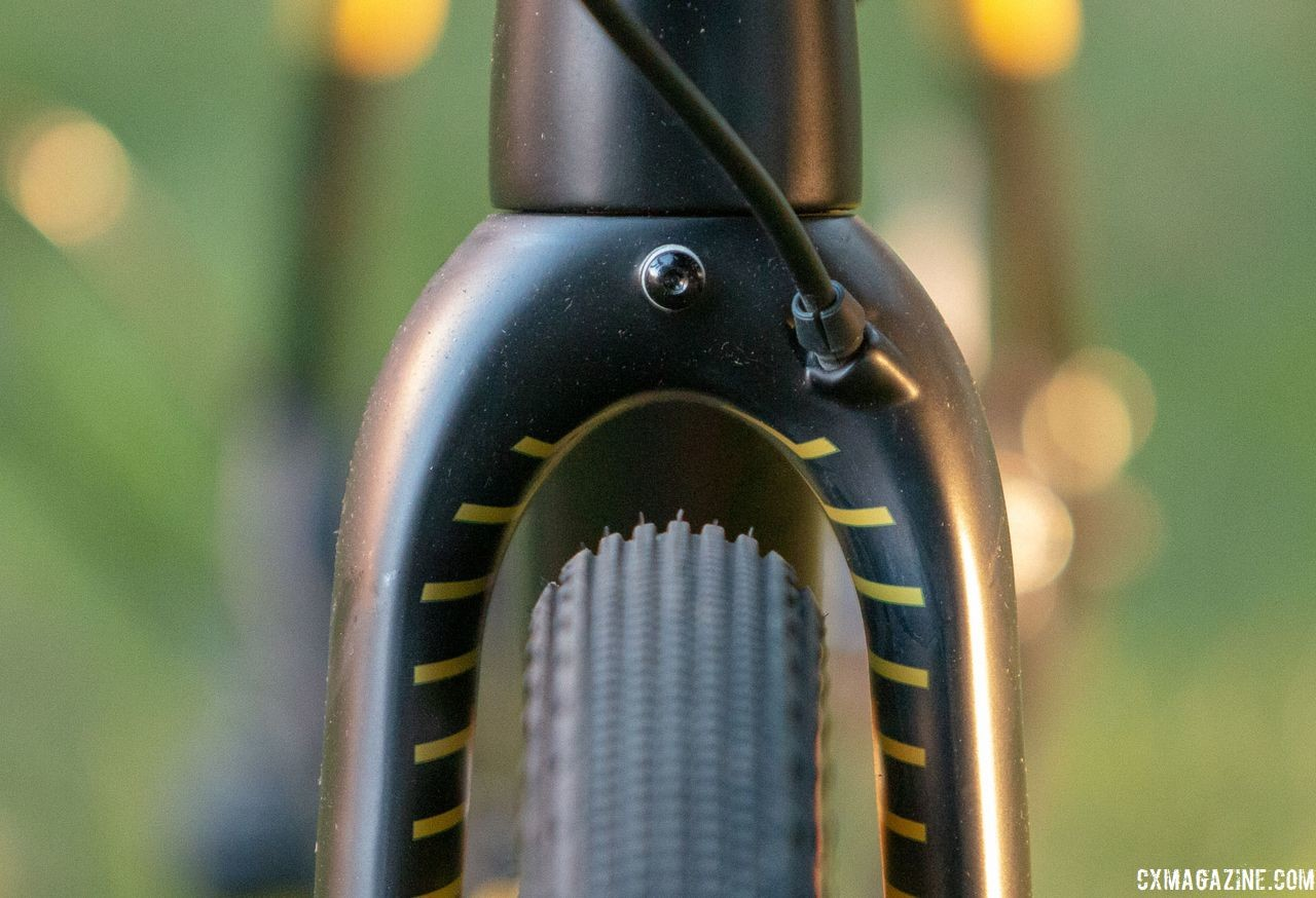 Clearance around the 43mm tire looks a bit tight, so fenders and high volume rubber may be decision rather than a combination. 2019 Fuji Jari Carbon 1.1 Gravel bike. © Cyclocross Magazine