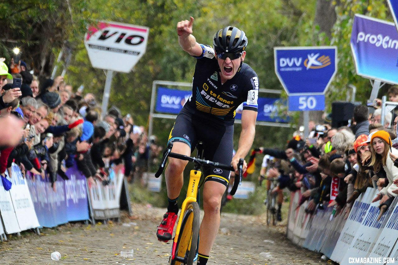 Toon Aerts (Telenet Fidea) takes the 2018 Koppenbergcross. © Bart Hazen / Cyclocross Magazine