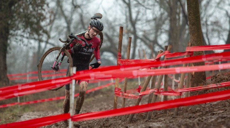 Tall Nick Carter reminds KCCX team manager of Ryan Trebon, and Carter used his long stride to run to a silver medal. Junior Men 17-18. 2018 Cyclocross National Championships, Louisville, KY. © A. Yee / Cyclocross Magazine