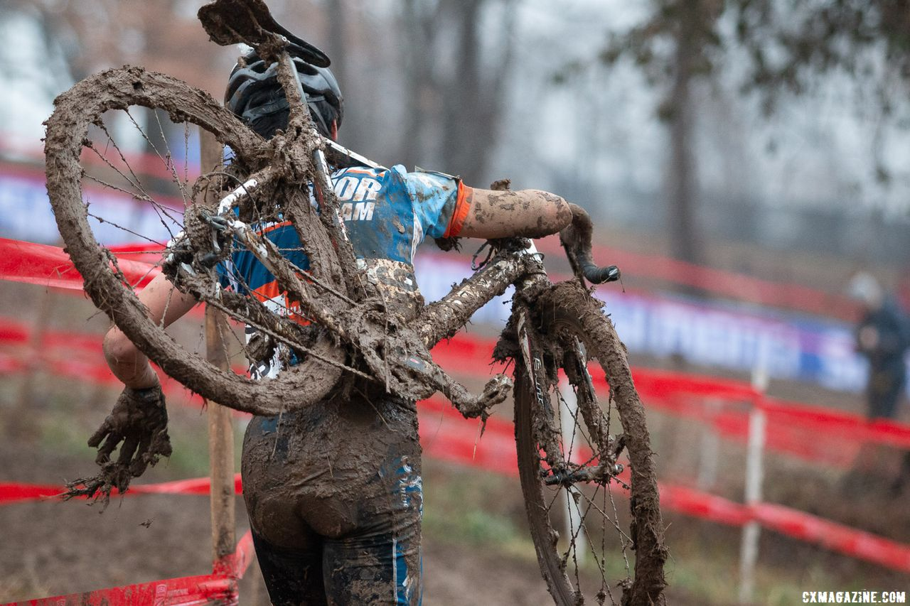 Many bikes got quickly clogged, and cantilever brakes offered riders far more stopping power than desired. Pit bikes were essential. Junior Men 17-18. 2018 Cyclocross National Championships, Louisville, KY. © A. Yee / Cyclocross Magazine
