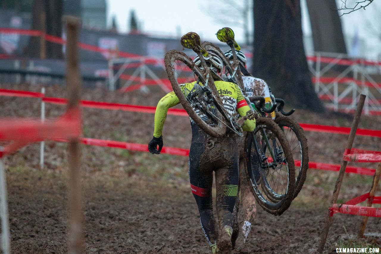 The Junior Men 17-18 race foreshadowed the Elite Men's race, with a Cannondale p/b CyclocrossWorld duo at the front for much of the race until NIck Carter ran past Sheffield. 2018 Cyclocross National Championships, Louisville, KY. © A. Yee / Cyclocross Magazine