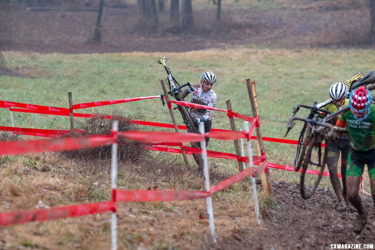 Sheffield got stuck in the tape, and watches Morton run away and catch lapped traffic. Junior Men 17-18. 2018 Cyclocross National Championships, Louisville, KY. © A. Yee / Cyclocross Magazine