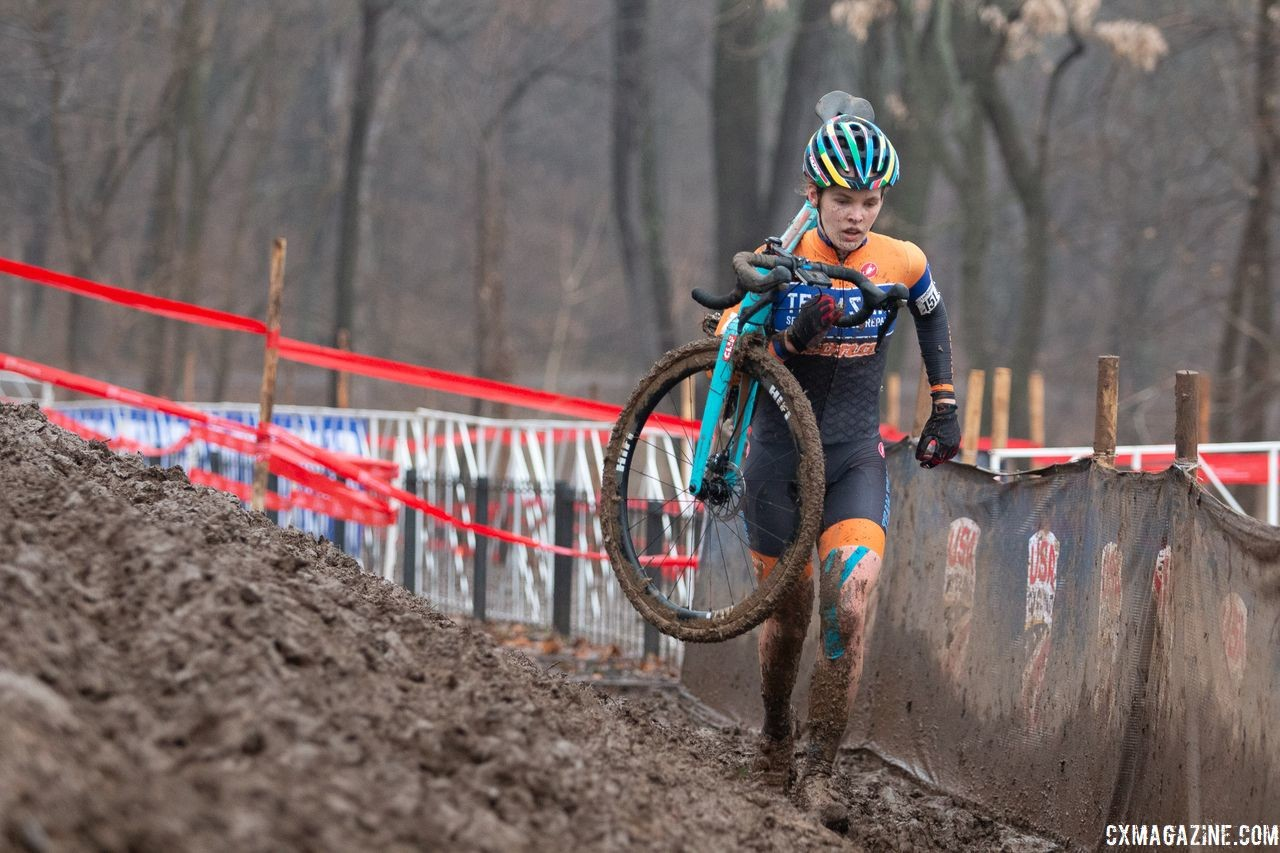 Clara Honsinger runs through the off-camber. U23 Women. 2018 Cyclocross National Championships, Louisville, KY. © A. Yee / Cyclocross Magazine