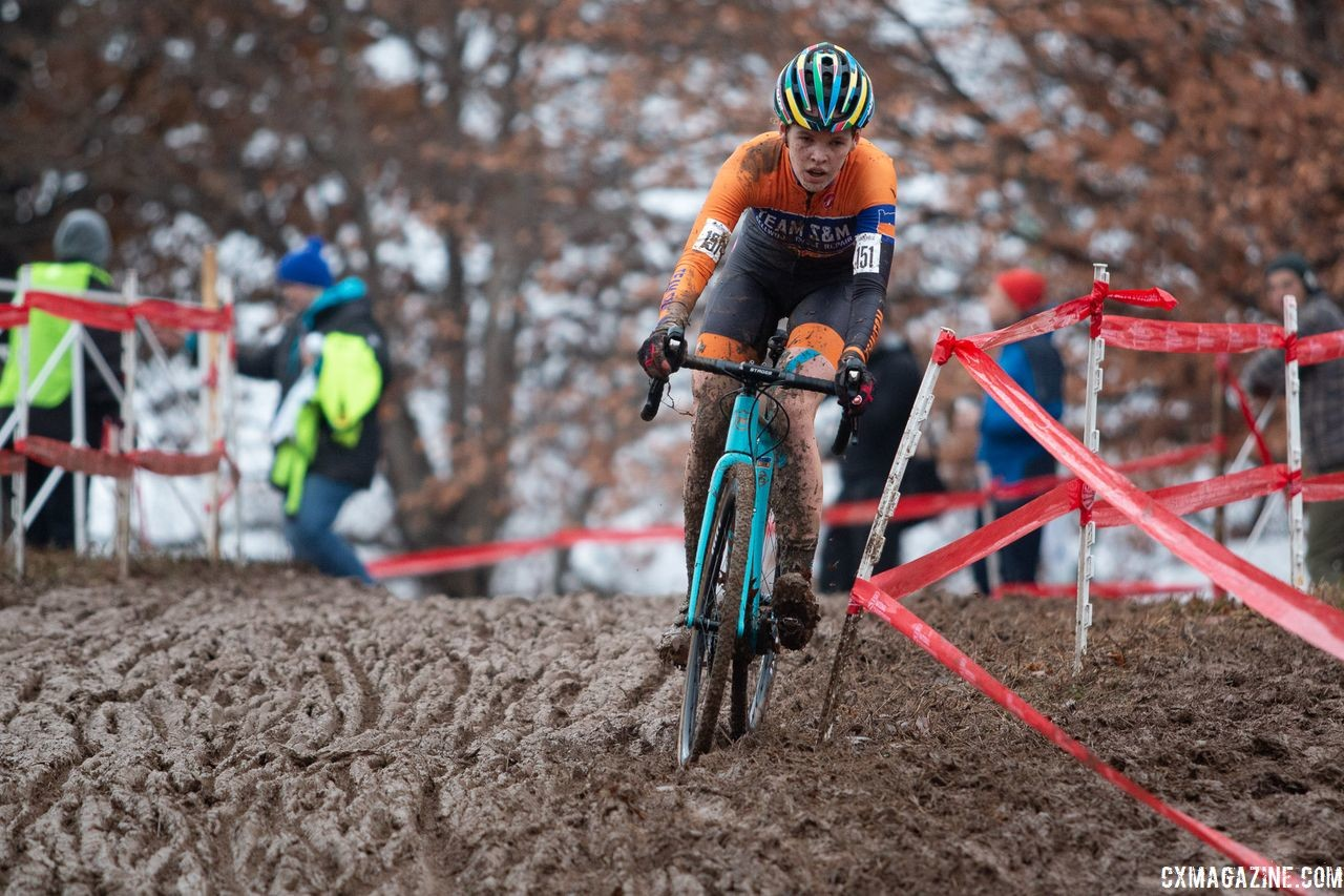 Clara Honsinger drops down the big descent. U23 Women. 2018 Cyclocross National Championships, Louisville, KY. © A. Yee / Cyclocross Magazine