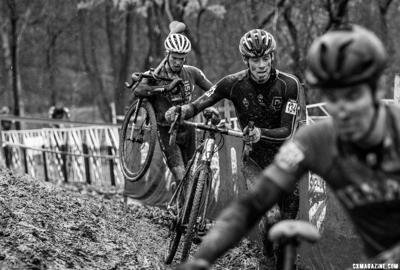 Ellwood had to make his way through lapped traffic late in the race. Collegiate Club Men. 2018 Cyclocross National Championships, Louisville, KY. © A. Yee / Cyclocross Magazine