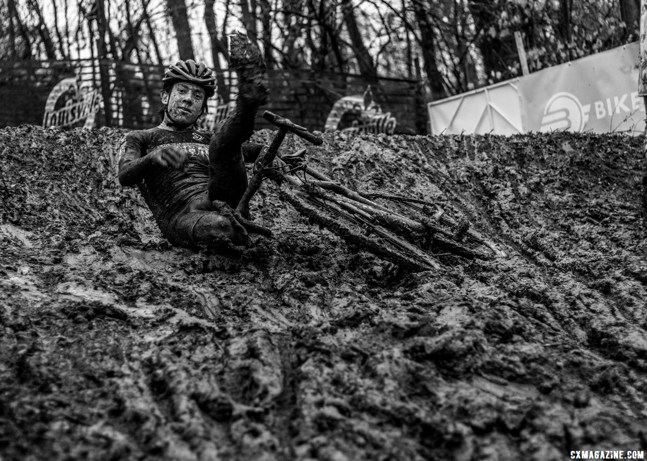 Riders used any means necessary to descend. Collegiate Varsity Men. 2018 Cyclocross National Championships, Louisville, KY. © A. Yee / Cyclocross Magazine