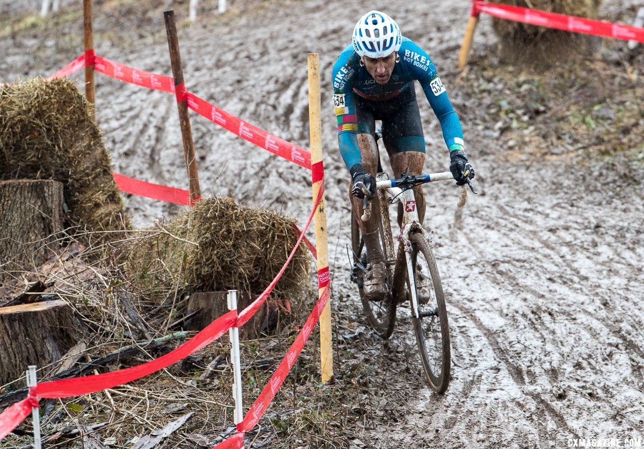 Myerson descended with confidence. Masters Men 45-49. 2018 Cyclocross National Championships, Louisville, KY. © K. Baumgardt / Cyclocross Magazine