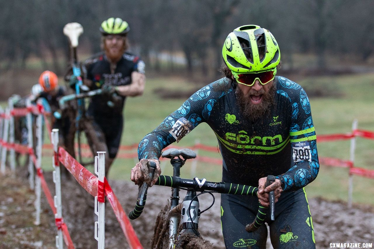 Wells moved to the front to defend his single speed title. Singlespeed Men. 2018 Cyclocross National Championships, Louisville, KY. © A. Yee / Cyclocross Magazine