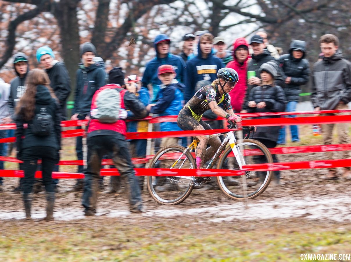 Sarah Sturm streaks down the descent as fans cheer her on. Singlespeed Women. 2018 Cyclocross National Championships, Louisville, KY. © A. Yee / Cyclocross Magazine