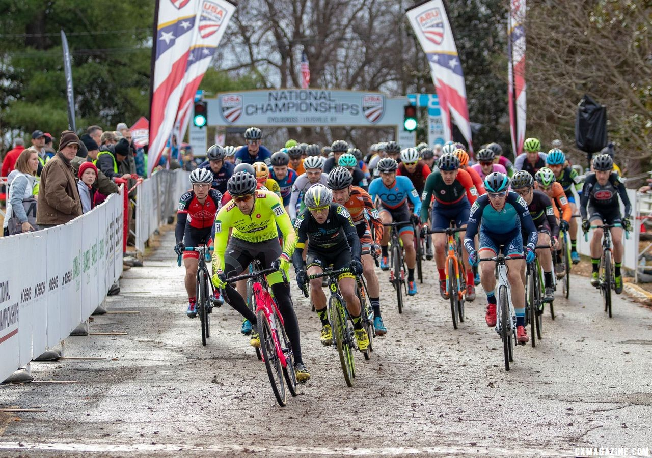 Chris Drummond led off the pavement in lap one. Masters Men 35-59. 2018 Cyclocross National Championships, Louisville, KY. © A. Yee / Cyclocross Magazine