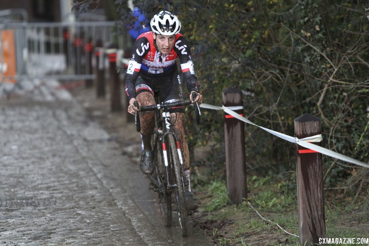 Lucinda Brand took advantage of the paved power inclines. 2018 Vlaamse Druivencross Overijse. © B. Hazen / Cyclocross Magazine