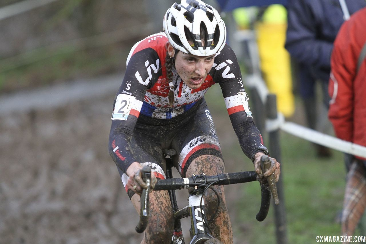 Lucinda Brand focuses on the muddy task at hand. 2018 Vlaamse Druivencross Overijse. © B. Hazen / Cyclocross Magazine