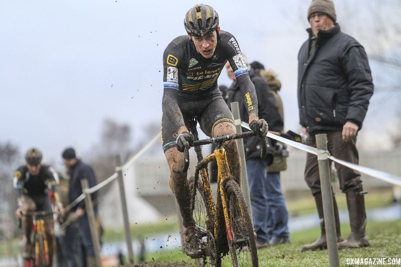 Aerts started to pull away in Lap 4. 2018 Vlaamse Druivencross Overijse. © B. Hazen / Cyclocross Magazine
