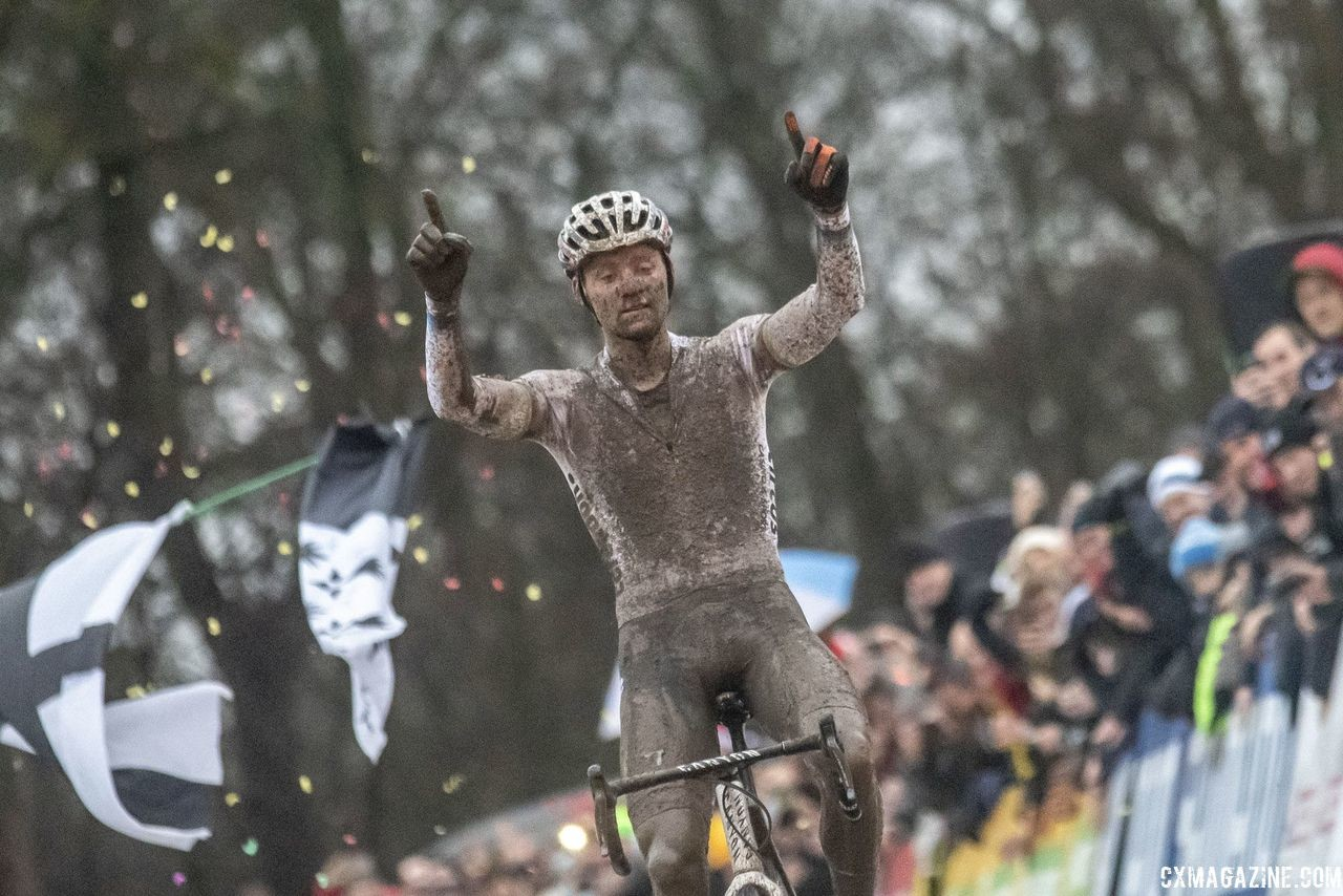 Mathieu van der Poel got some revenge at World Cup Namur on Sunday. 2018 World Cup Namur. © B. Hazen / Cyclocross Magazine