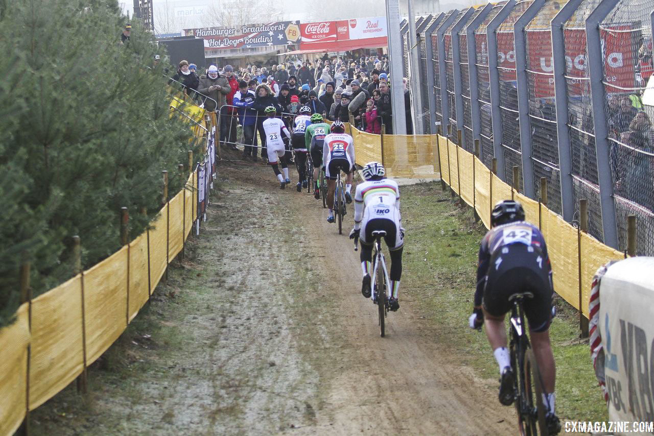 Zolder had a large group at the front until the waning meters of racing. 2018 World Cup Heusden-Zolder. © B. Hazen / Cyclocross Magazine