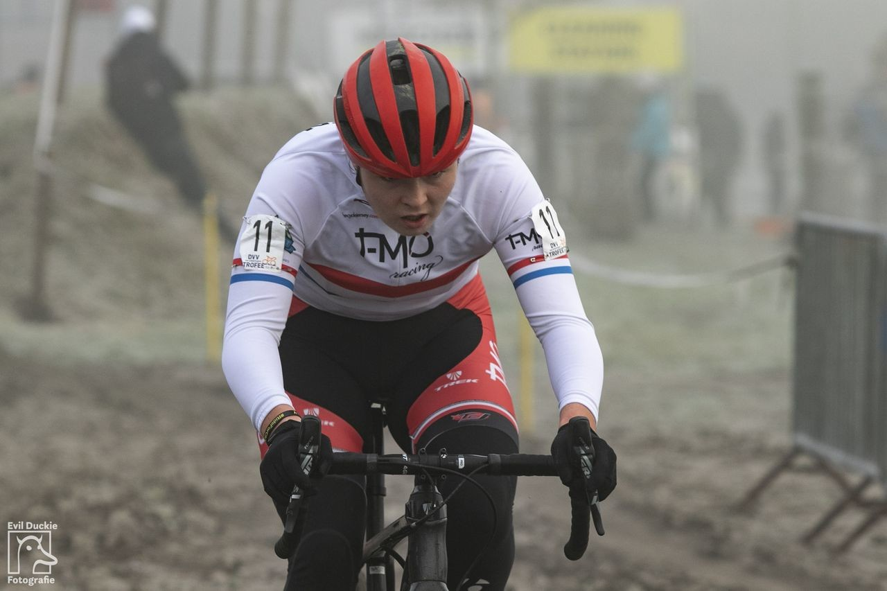 Young British star Harriet Harnden took second on Friday. 2018 Helen100 Trophy Junior Women Race, Azencross Loenhout. © Hans van der Maarel