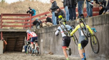 Run or ride? 2018 NBX Gran Prix Cyclocross Day 1. © Angelica Dixon