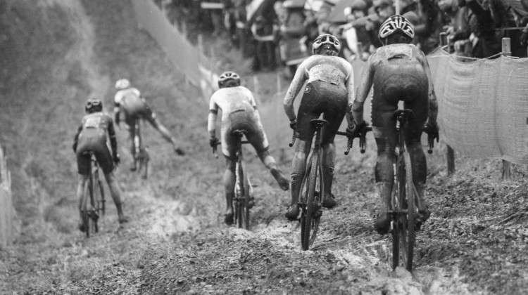 The Elite Women leaders dive into the rutted off-camber. 2018 World Cup Namur. © B. Hazen / Cyclocross Magazine