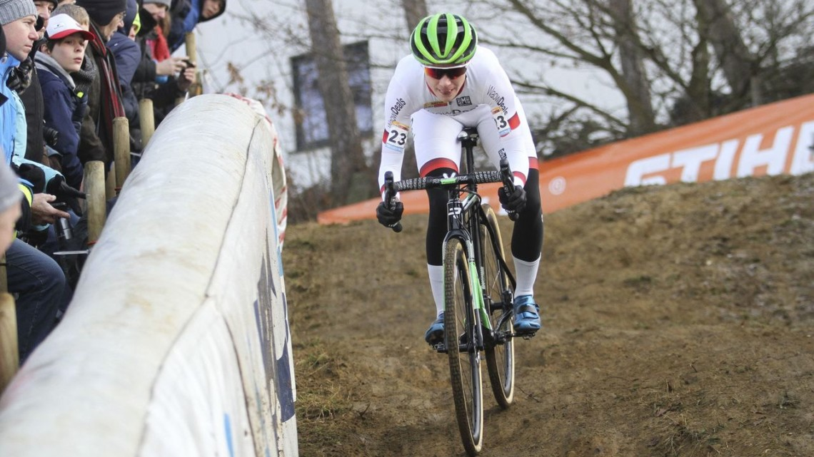 Marianne Vos used a last-lap move to win at Zolder. 2018 World Cup Heusden-Zolder. © B. Hazen / Cyclocross Magazine