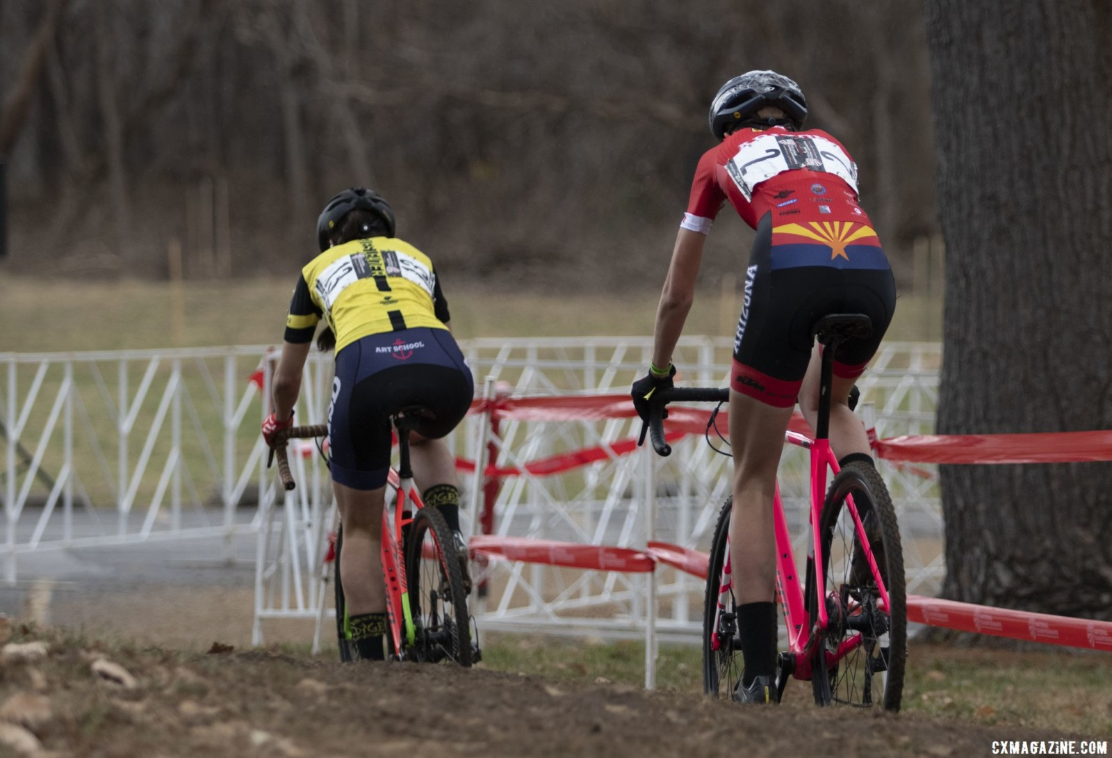 After a bike change, Rossi reclaimed the lead with Oneill in persuit. Collegiate Club Women. 2018 Cyclocross National Championships, Louisville, KY. © A. Yee / Cyclocross Magazine