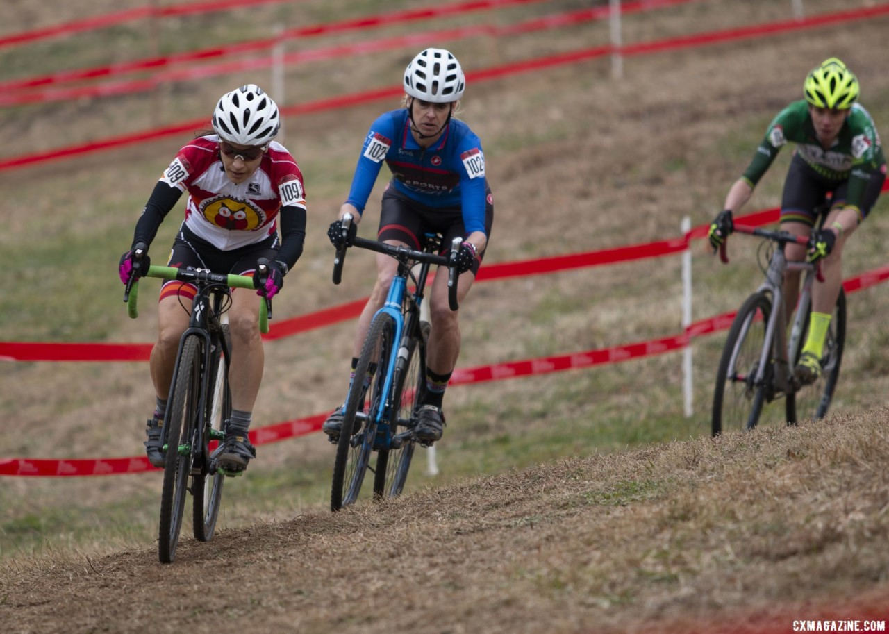 Jane Burlew led the chase, and would go on to finish second. Masters Women 45-49. 2018 Cyclocross National Championships, Louisville, KY. © A. Yee / Cyclocross Magazine