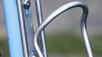 The Sicuro is one of Silca's finely crafted products. Silca Sicuro titanium bottle cage and titanium mounting screws