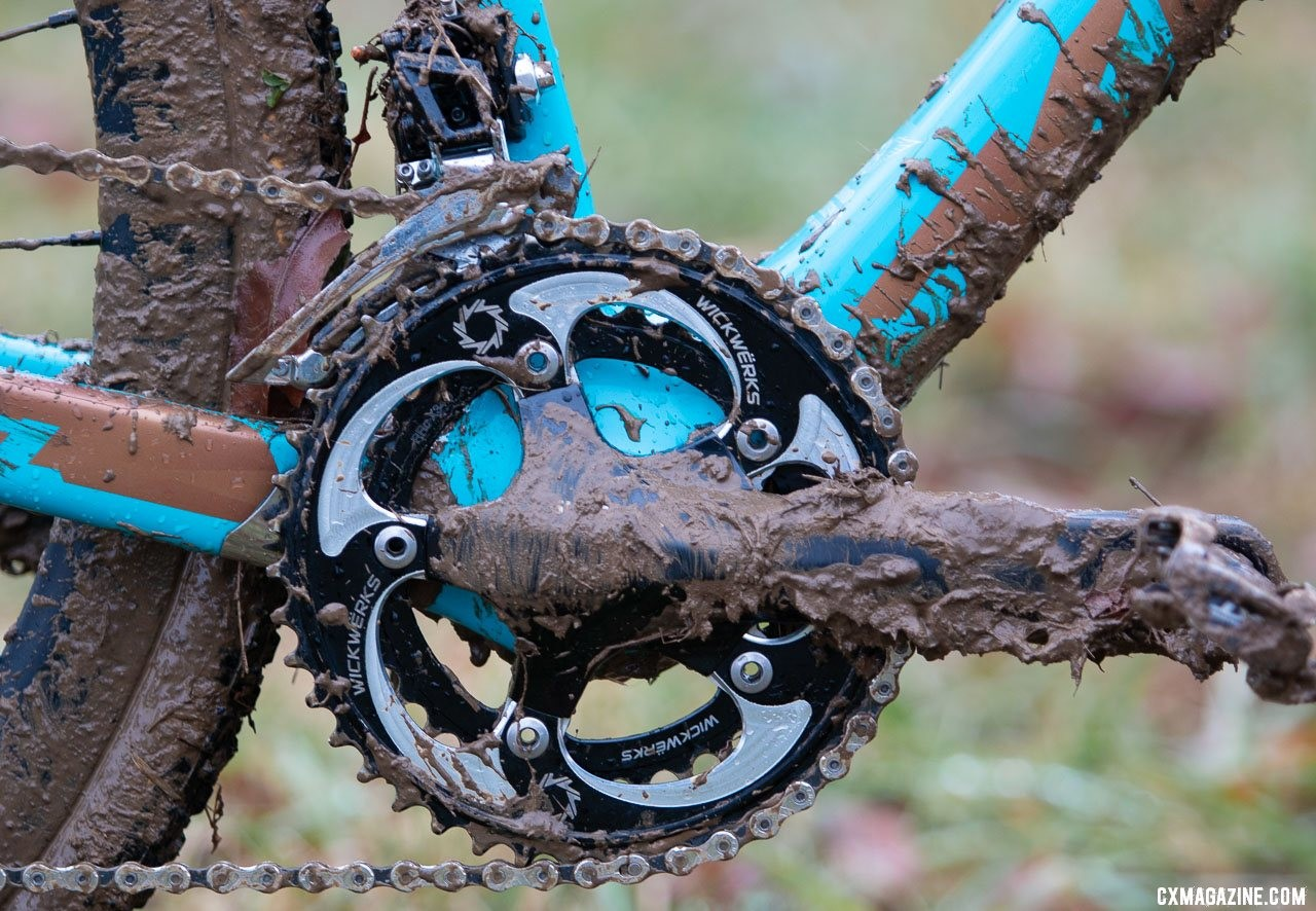 Honsinger ran WickWerks 42/34t Cyclocross chain rings on an older-generation Ultegra R6700 five-arm crankset with 170mm crankarms. Her derailleur was a Shimano 105 model. Clara Honsinger's Kona Major Jake cyclocross bike. 2018 Cyclocross National Championships, Louisville, KY. © A. Yee / Cyclocross Magazine