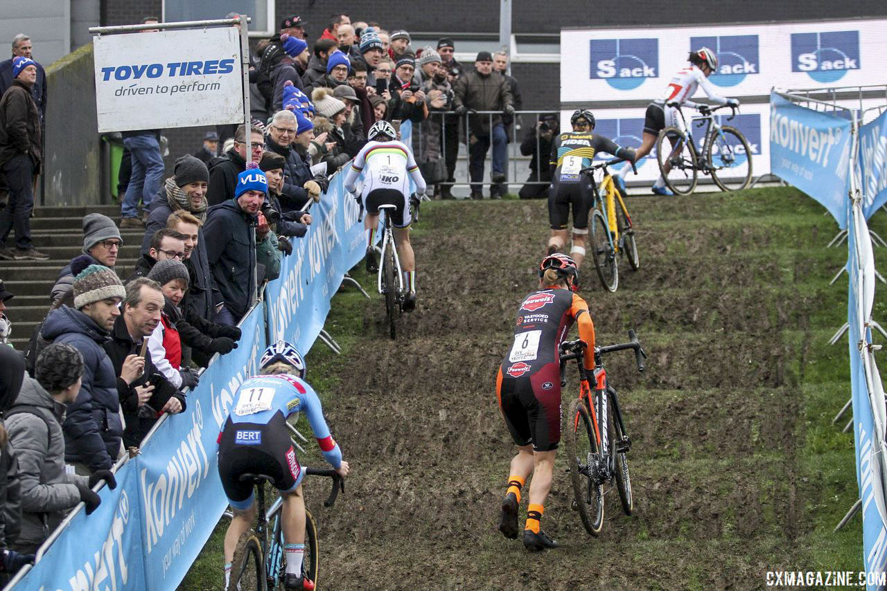 The uphill rollers were a memorable feature on last year's course. 2019 Brussels Universities Cyclocross. © B. Hazen / Cyclocross Magazine