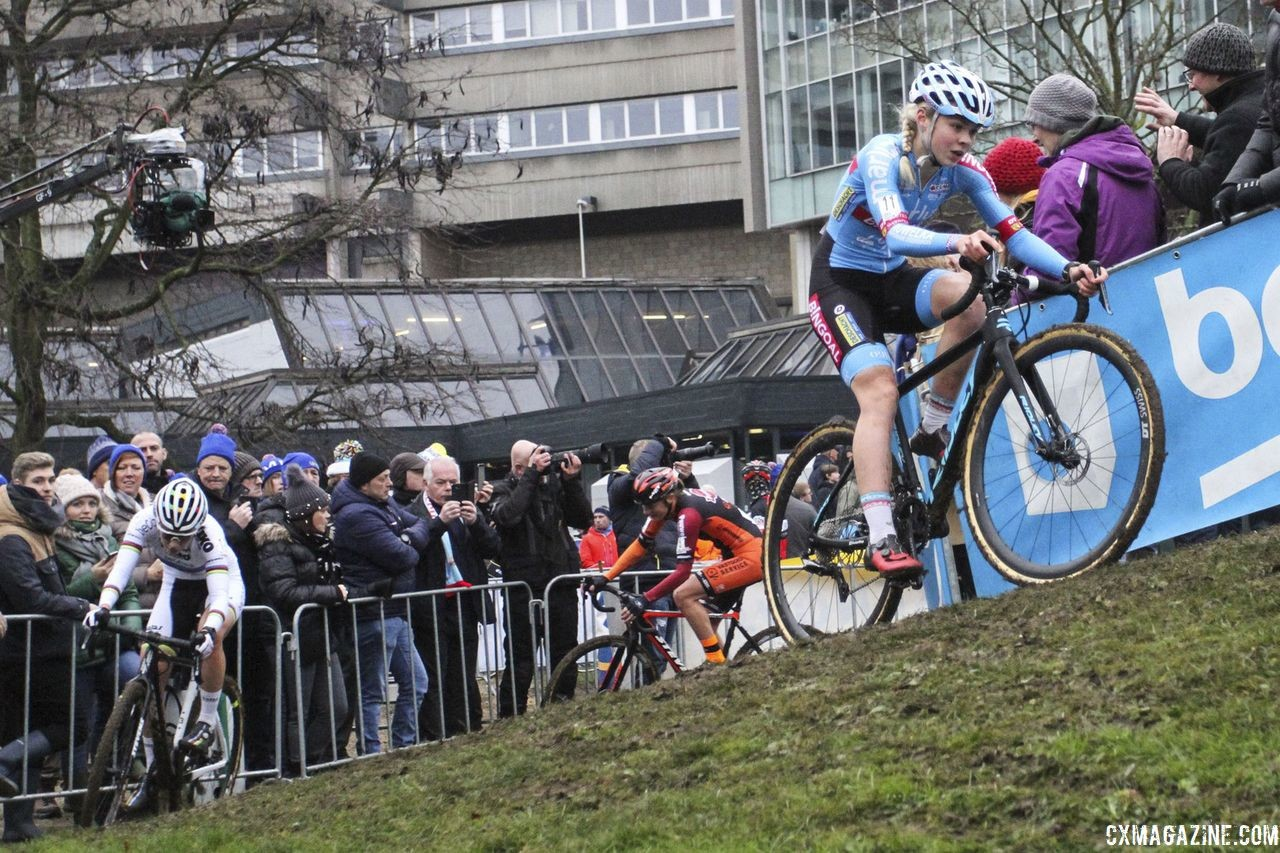 Laura Verdonschot leads chasers through an off-camber corner early in the race. 2019 Brussels Universities Cyclocross. © B. Hazen / Cyclocross Magazine