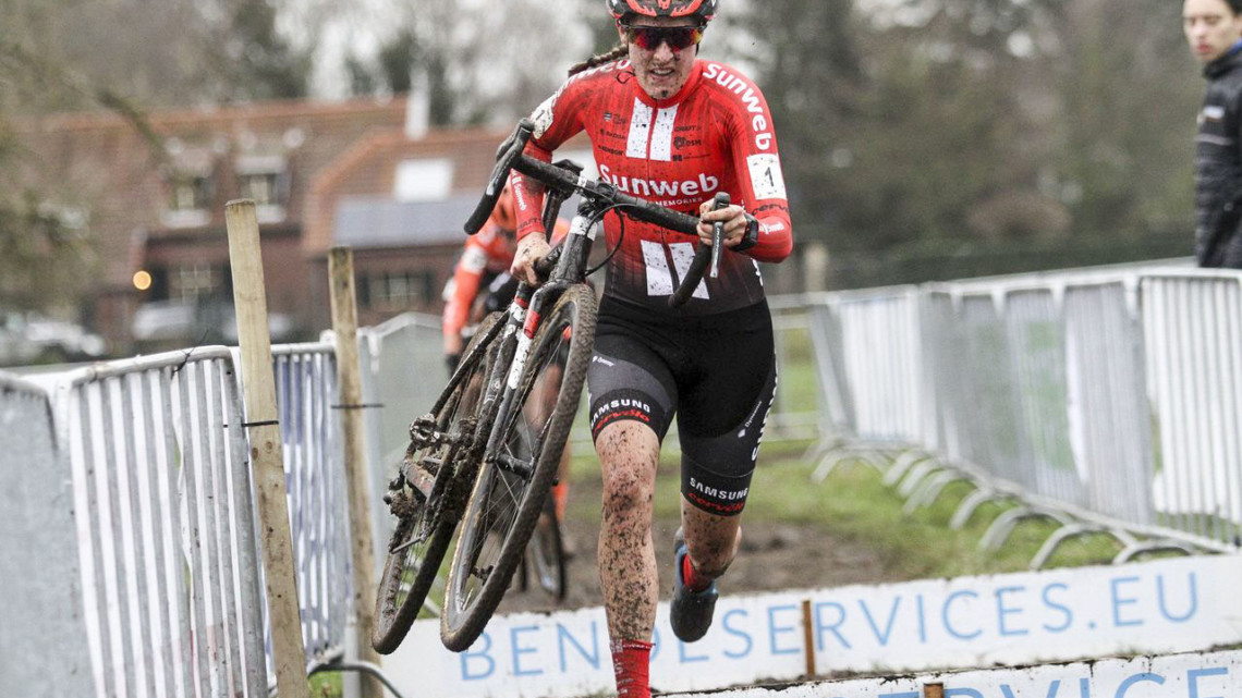 Lucinda Brand runs the barriers en route to her second Dutch National Championship. 2019 Dutch Cyclocross National Championships, Huijbergen. © B. Hazen / Cyclocross Magazine